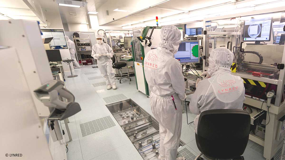 At LYNRED, world leader in the development and production of high quality infrared technologies, working in a clean room equipped with Infodream's Qualaxy SPC software